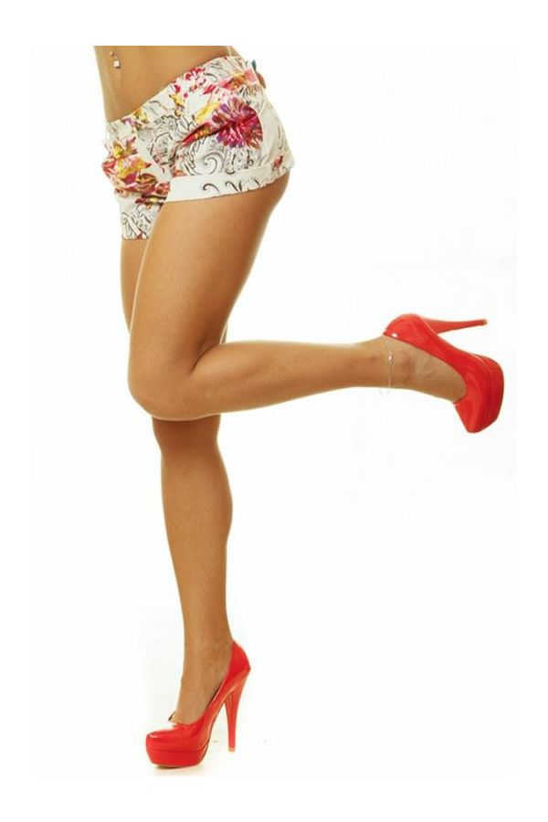 summer shorts pants with multicolour floral print pattern and pleats fuchsia