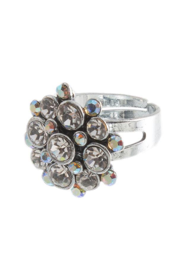 γυναικείο ασημί δαχτυλίδι με διάφανες πέτρες.