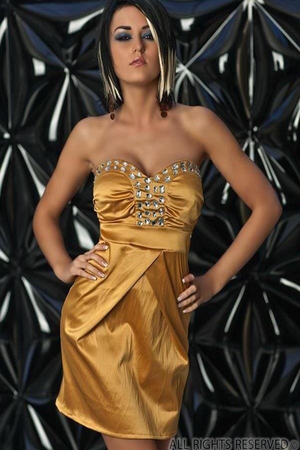 χρυσό φόρεμα σατέν στράπλες διακοσμημένο με πέτρες