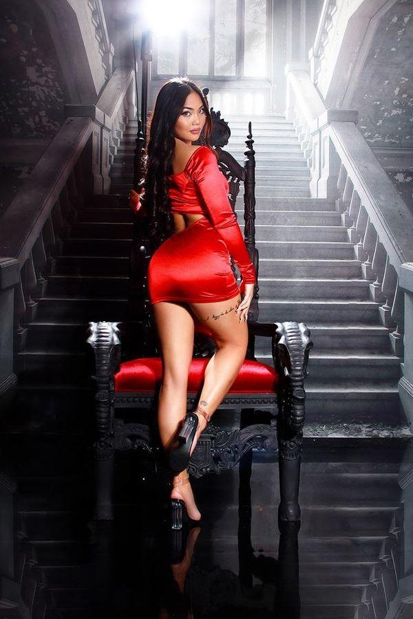 φόρεμα κοντό σέξι εγκοπές κόκκινο.
