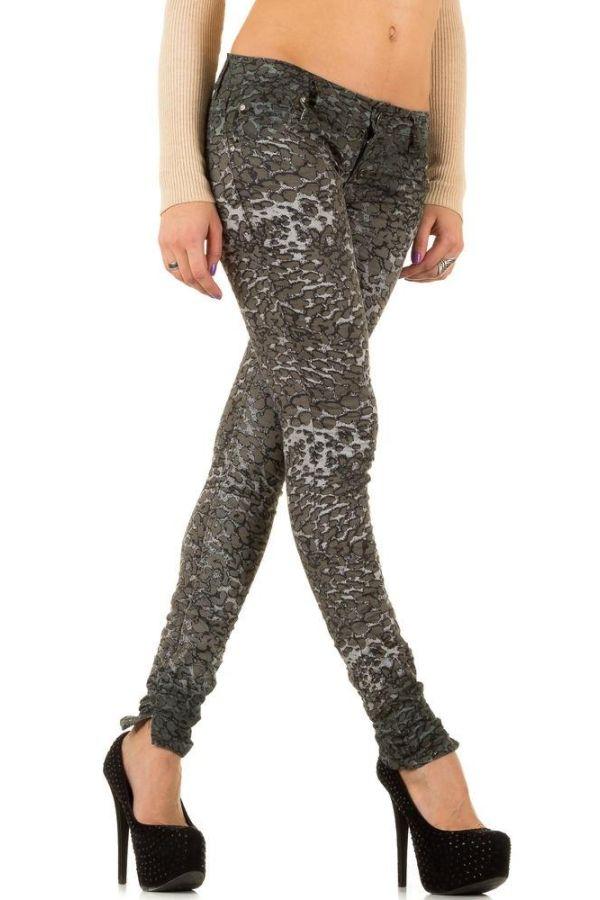 παντελόνι σε λέοπαρ μοτίβο γκρι.
