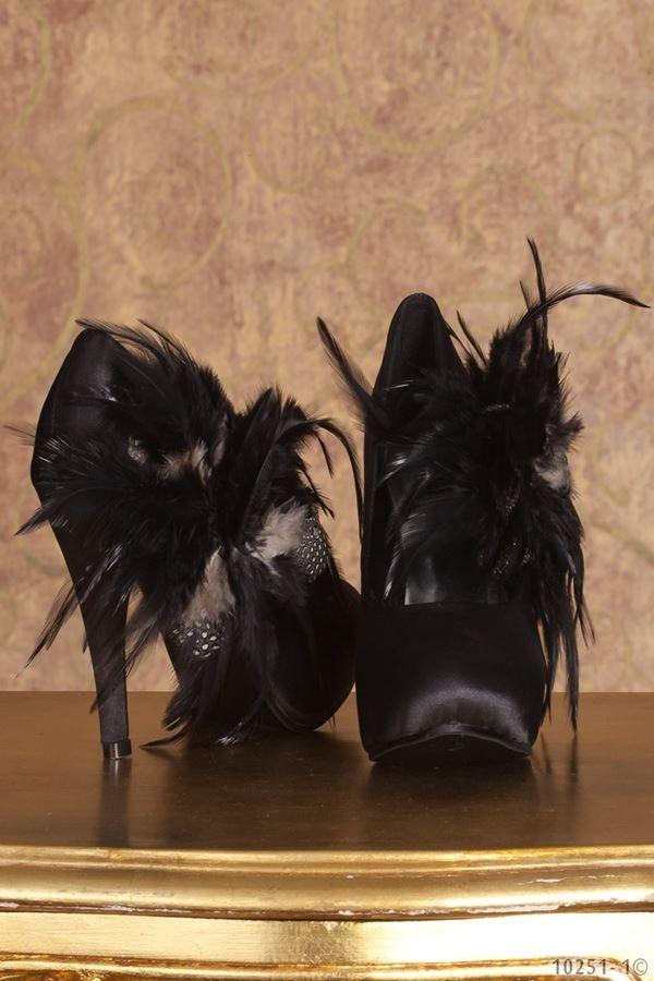 γόβα σατέν φτερά στρας μαύρη.