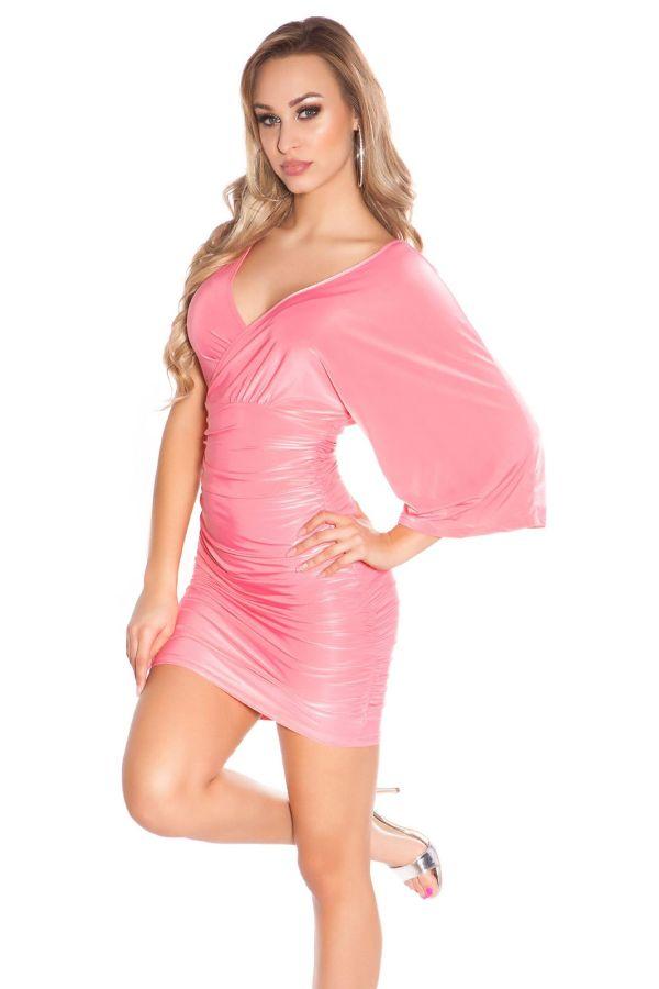ασύμμετρο φόρεμα με σούρες και με έναν ώμο κοραλί