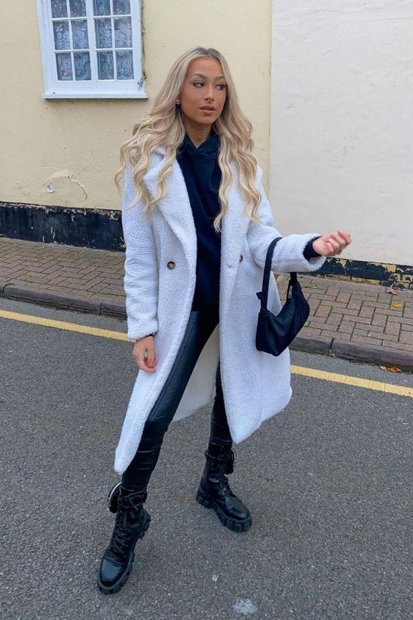 παλτό γούνινο μακρύ off white.