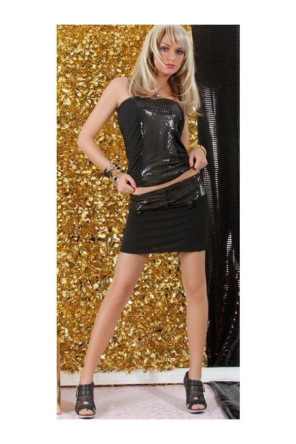 μαύρο σετ αποτελούμενο από φούστα και τοπ διακοσμημένο με παγιέτες.