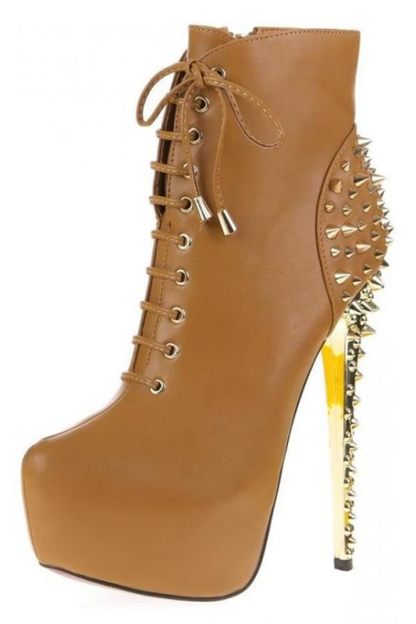high heels εντυπωσιακό μποτάκι με κορδόνια διακοσμημένο με χρυσά καρφιά κάμελ